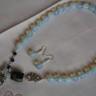 """,,Bufnita ciufulita"""", set frumos si interesant, realizat din pietre de opalit fatetat, pietre de lapis lazuli si o piatra mare de jasp; pandantivul colierului reprezinta o simpatica bufnita din argint tibetan cu un mot ciufulit din pietre de opalit; accesorii metalice placate cu argint, iar tortitele cerceilor sunt din argint 925, marcat; UNICAT; VANDUT"""