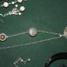 Colier Unakit; realizat din pandant cu cabochon mare de unakit, inramat in cadru placat cu argint si cu model rasucit, piatra de jasp, inchidere placata cu argint si cu piatra de unakit, lant placat cu argint; UNICAT; VANDUT