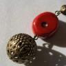 ",,Coral in haina de bronz"", colier lung din piatra naturala de coral rosu, forma neregulata, accesorii metalice din bronz, lant cu bile din bronz; UNICAT"