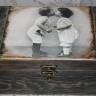 Caseta ,,Sweet kiss 2″, mare, 21X15X10 cm, vintage, foarte dulce; realizata prin tehnica decopuage si invechita cu patine, lacuita manual; VANDUTA