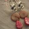 """,,Frunze de sidef"""", cercei de lungime medie (5,5 cm), realizati in jurul temei ,,frunza"""" din tortite argintate cu model frunza, sidef rotund bejuliu si frunze de sidef roz; UNICAT; VANDUTI"""