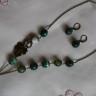 ",,Frunzis"", set compus din colier si cercei, realizat din agate verzi fatetate, cu degradeuri, frumoase; accesorii metalice din bronz; lungime colier medie; inchizatoare toggle-frunza; UNICAT; VANDUT"