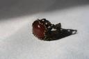 Inel vintage cu piatra semipretioasa, carneol, in cadru inel din bronz filigranat, reglabil; VANDUT