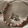 """,,Mallorca jucausa"""", set deosebit de frumos, elegant, jucaus prin forma diferita a perlelor tip Mallorca (sfere, ovale, banuti, pere); accesoriile metalice sunt placate cu argint, iar lantul colierului este din otel inoxidabil (foarte rezistent si care nu isi schimba niciodata culoarea); UNICAT; VANDUT"""