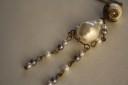 """,,O fiinta…perlata"""", colier original si UNICAT realizat din perle si elemente metalice din bronz; lungime colier: 43 cm; lantul desfasurat: 68 cm (se poate modifica lungimea lui la cerere); VANDUT"""
