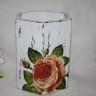 """,,Roze"""", suport creioane sau masca pentru o mica vaza; pictat si lacuit cu lac mat, decorat cu tehnica shabby chic si decoupage; forma fagure; 11,5X8,5 cm; VANDUT"""