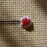 Agrafa textila, alb cu dungi bleu si margele de nisip rosii, diam 2 cm; VANDUTA