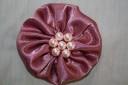 Brosa saten roz vintage, cu perle roz delicat; diametrul cca 8 cm; poate fi folosita si ca agrafa de par (specificati intr-un mail daca o doriti cu dubla utilitate); DARUITA, se poate reface la comanda