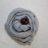 Brosa textila casual, din bumbac, culoare gri cu margea maro sidefat, poate fi purtata in piept la un sacou, pulover, trenci, palton sau aplicata pe o geanta, dim. 7X6 cm
