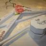 Set pentru nunta, compus din caseta pentru verighete si umerase pentru miri; seturile se personalizeaza in functie de dorinta fiecaruia; lucrat manual, cu mult drag