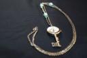 """Colier ceas ,,Cheia secreta"""", argintiu vintage; lantul are 43,5 cm lungime (87 cm desfasurat) si este infrumusetat cu semipretioase (perle de sticla bleu ciel si cristale de Bohemia bleu, fatetate; pandantivul-ceas masoara 50X27 mm, iar ceasul functioneaza cu baterii; un accesoriu deosebit, estetic si cu functie practica, totodata, care va va scoate din anonimat; VANDUT"""