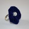 Inel reglabil din catifea albastru royal, cu perla alba; VANDUT