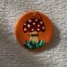 Martisor-pandantiv Ciupercuta pe oranj, modelat din lut, pictat manual si lacuit, diam. 3 cm