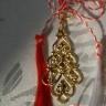 2012-Martisor-pandantiv placat cu aur; se poate purta si dupa trecerea Martisorului; martisorul vine impreuna cu un cartonas si snur de matase alb-rosu, totul ambalat in punguta speciala dedicata acestei sarbatori; UNIC
