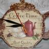 """,,Coffee time"""", ceas de perete foarte dragut, potrivit mai ales pentru bucatarie (dar nu numai), atat prin tema cat si prin dimensiuni (25X22 cm); ,,ceainicul"""" binedispune dintr-o singura privire!; decoupage si pictura manuala cu acrilice; lacuit manual; ceasul functioneaza cu o baterie AA care este oferita cadou; UNICAT; VANDUT"""