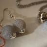 """,,Crackles"""", set compus din colier si cercei, realizat din agate mate cu efect de crapare, culoare gri-bleu, superbe, mari (18 mm), accesorii metalice placate cu argint, tortite cercei si lant colier din otel chirurgical (inoxidabil); lantul are lungime medie; UNICAT; VANDUT"""