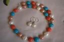 """,,Frumusete mallorcheza"""", set realizat din perle tip Mallorca, extrem de frumoase si armonizate cromatic; inchizatoarea colierului si tortitele cerceilor sunt din argint 925; VANDUT"""