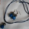 """,,Intensitate"""", set compus din colier si cercei, realizat din agate fatetate mari (16 mm), foarte frumoase, de un albastru intens; colierul se asaza frumos sub baza gatului, este pe snur din piele naturala albastru intens; accesoriile metalice sunt placate cu argint, bile gun metal, iar tortitele cerceilor sunt din otel chirurgical (inoxidabil); setul este fresh si, desi realizat pe linie simpla, foarte impactant; UNICAT; VANDUT"""