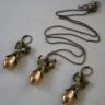 """,,Jucaus"""", un set…jucaus, desigur, realizat din perle tip Mallorca-forma para si agate; accesoriile metalice sunt din bronz; colierul masoara 32 cm si 55 desfasurat (+3 cm prelungire); cerceii au o lungime de 5 cm cu tot cu tortita; UNICAT; VANDUT"""