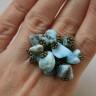 """,,Larimar"""" sau franturi din Republica Dominicana; inelul este realizat din pietre de larimar, rare si de o frumusete indescriptibila, care se gasesc doar in zona mentionata de pe Glob si care au zugravite pe ele peisajul oceanic al locului; inelul este din bronz, accesoriile metalice asemenea si este reglabil; UNICAT; VANDUT"""