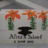 Caseta pentru verighete, cu crini portocalii; integral pictata si personalizata manual; lacuita pentru protectie si aspect final estetic; realizata la comanda
