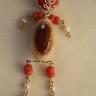 """,,O fiinta…pretioasa"""", colier realizat din pietre semipretioase: coral rosu, agata, jad vopsit, perlute de sticla; lant din otel inoxidabil (se comporta mai bine decat argintul); lungime colier: 48 cm, iar lantul desfasurat masoara 76 cm (se poate modifica la cerere); ORIGINAL; UNICAT; VANDUT"""