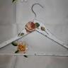 """,,Roze"""", umeras decorativ si functional, pictat si lacuit cu lac mat, decorat cu shabby chic si decoupage; VANDUT"""