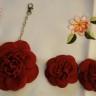 Set accesorii pantofi si accesoriu geanta, flori din piele naturala; accesorii pantofi: cca 8 cm; accesoriu geanta: cca 12 cm; comanda speciala; VANDUT