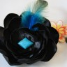 """,,Misterious turquoise"""", este o brosa superba, cu o piatra de turcoaz si o pana turcoaz ce se delimiteaza frumos pe ansamblul negru; UNICAT; VANDUTA"""