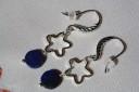 """,,Cer instelat cu lapis"""", cercei din lapis lazuli taiat si slefuit in forma de banut; toate accesoriile metalice sunt placate cu argint; lungime: 4,5 cm; UNICAT"""