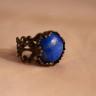 Inel vintage cu piatra semipretioasa, howlit albastru lapis, in cadru inel din bronz filigranat, reglabil; VANDUT