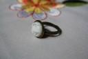 """,,Howlit…bronzat"""", inel realizat din piatra de howlit alb cu nervuri gri (cu alura vintage), de 1.2 cm, incadrata in baza de bronz reglabila; intregul aspect al inelului are o alura vintage, romantica; VANDUT"""